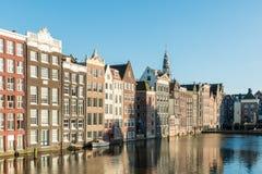 Нидерландские традиционные дома и канал Амстердама в Амстердаме стоковое фото rf