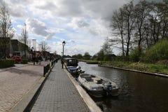 НИДЕРЛАНДЫ - 13-ое апреля: Намочите деревню в Giethoorn, Нидерландах 13-ого апреля 2017 Стоковое фото RF