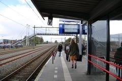 НИДЕРЛАНДЫ - 13-ое апреля: Станция Steenwijk в Steenwijk, Нидерландах 13-ого апреля 2017 Стоковые Изображения