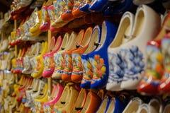 НИДЕРЛАНДЫ - 26-ое июля 2017: Голландские традиционные деревянные ботинки, clog Стоковое Изображение RF