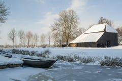 Нидерланд, ландшафты и мельницы в wintertime стоковые фотографии rf
