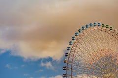 Нижний взгляд, гигантское колесо ferris ярмарки против неба Стоковое фото RF