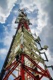 Нижний взгляд стальной башни широковещания Стоковое Изображение RF