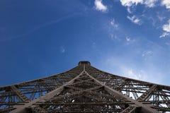 Нижний взгляд Эйфелевой башни Стоковые Изображения RF
