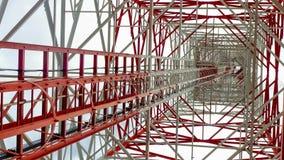 Нижний взгляд для башни радиосвязи Стоковые Фотографии RF