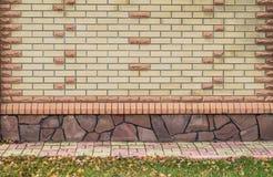 нижний желтый цвет стены верхней части текстуры коричневого цвета кирпича Стоковые Изображения RF