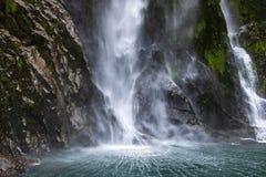 Нижний конец самого высокого водопада в Milford звучит стоковые изображения