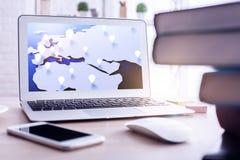 нижняя навигации карты принципиальной схемы компаса луча светлая лежа открытая Стоковые Изображения RF
