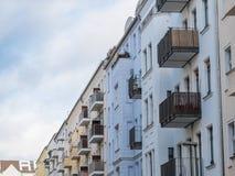 Низкие жилые дома подъема в городском районе Стоковые Фотографии RF