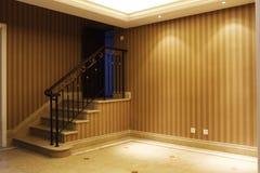 Низкие стены комнаты и лестницы Стоковые Изображения