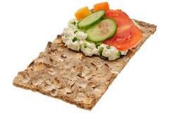 Низкий калорийный открытый сандвич Изолировано на белизне Стоковое фото RF