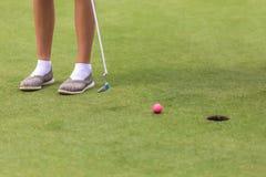 Низкий раздел женского игрока гольфа Стоковые Изображения RF