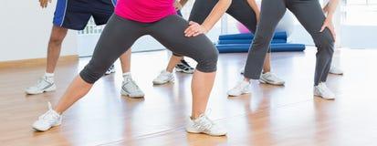 Низкий раздел людей делая тренировку фитнеса силы Стоковое Изображение