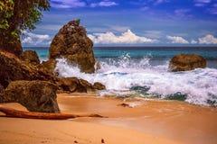 Низкопробный пляж g на Jayapura Папуа стоковые изображения rf