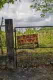 Никакой trespassing, частная собственность, правонарушители не будет преследовать в судебном порядке стоковые изображения