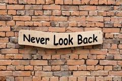 Никогда не посмотрите назад стоковые фотографии rf