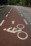 Никто красная природа зеленого цвета велосипеда земли дороги стоковое изображение rf