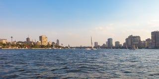 Нил в сердце города Каира, Египта стоковые изображения
