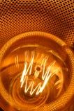 Нить и тень электрической лампочки стоковые изображения rf
