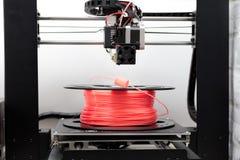 Нить для ПРИНТЕРА 3D и принтера 3d Стоковая Фотография