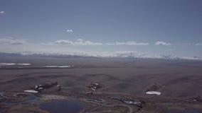 дни altai продолжают лето гор Красивейший ландшафт гористой местности Россия Сибирь Полет на quadcopter акции видеоматериалы