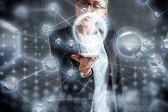 Новаторские технологии в науке и медицине Технология, который нужно соединиться Концепция безопасности стоковое фото rf
