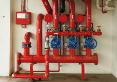 Новая аварийная система трубопровода пожаротушения запертая цепью металла Стоковые Изображения