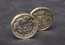 Новая английская монетка фунта с старым дизайном Стоковые Фотографии RF