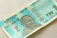 Новая банкнота Индии с деноминацией 50 рупий индийско стоковое фото