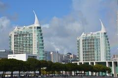 Новая и современная архитектура в Лиссабоне, Португалии стоковая фотография rf