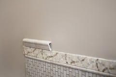 Новая керамическая будучи устанавливанным плитка Стоковые Фото