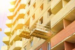 Новая конструкция жилого дома в процессе Незаконченное multi здание этажа Стоковые Фото