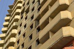 Новая конструкция жилого дома в процессе Незаконченное multi здание этажа Стоковое Фото