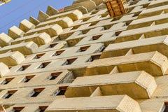 Новая конструкция жилого дома в процессе Незаконченное multi здание этажа Стоковые Изображения RF