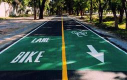 Новая майна велосипеда вдоль дороги Стоковая Фотография