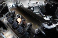 Новая машинная часть автомобиля Современный мощный двигатель автомобиля Мощный en Стоковое фото RF