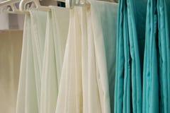 Новая медицинская одежда в магазине Стоковые Изображения RF