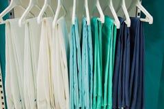 Новая медицинская одежда в магазине Стоковые Фото