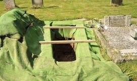 Опорожните открытую могилу Стоковые Изображения