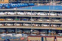Новая поставка груза автомобилей Стоковое Фото