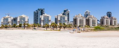 Новая построенная городская местность на пляже панорамы Ашдода Израиля Стоковые Фотографии RF