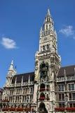 Новая ратуша (Neues Rathaus) в Мюнхене, Германии Стоковое фото RF