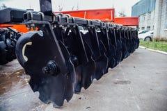 Новая современная аграрная борона диска Оборудование землепашества Стоковая Фотография
