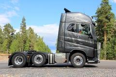 Новая тележка Volvo FH16 600 цвета графита стоковые фото