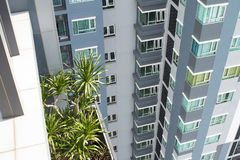 Новое здание highrise в Азии Ладони Стоковое Изображение RF