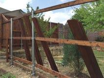 Новое здание загородки с стальными трубкой и тимберсом Стоковые Изображения RF