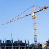Новое здание строится с пользой крана башни кливер стоковые изображения