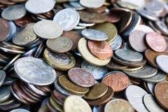 Новое и винтажное собрание монеток мира Стоковые Фотографии RF
