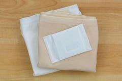 Новое неиспользованное полотенце санитарных салфеток санитарное, санитарная пусковая площадка, menst Стоковая Фотография