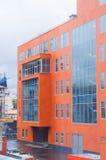 Новое оранжевое офисное здание стоковая фотография rf